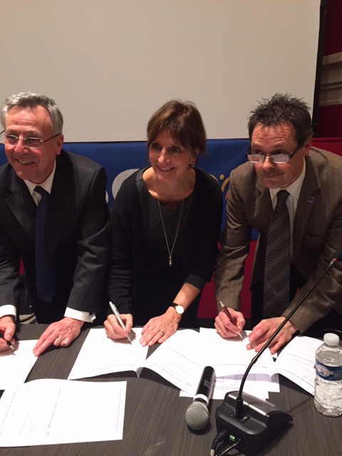 Signing of the contract for the 2016 games, Paris. From left to right: Daniel Renaud (France), Lies Janssen (President FISEC), Herman van Driessche (President CTI).
